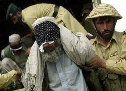 巴基斯坦军人俘获武装恐怖分子-巴头号恐怖通缉犯被击毙 无恶不作曾...