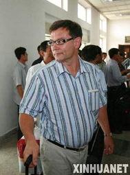 ...责人扎鲁茨基在朝鲜平壤顺安机场排队接受入境检查.国际原子能机...
