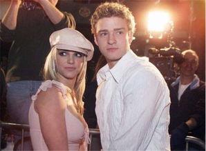超能男妃-2004年,小甜甜闪婚另一位童年好友,即美国电影演员贾森·亚历山大...