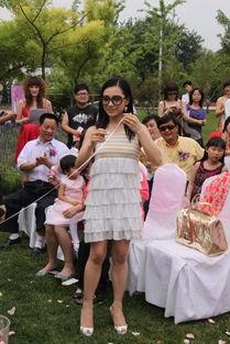 教师迫女童性交300次-刘璇被传自杀后首亮相 白色洋装抢镜