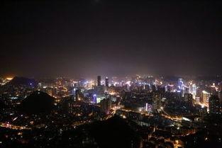 站在贵阳电视塔上俯瞰贵阳夜景-贵阳 五个登山好去处