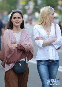 实拍基辅街头的乌克兰美女