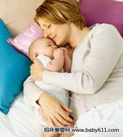 妈妈抱姿不对 宝宝易驼背