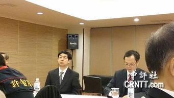 ...诚(右)在台北王朝大酒店接待国台办投诉协调局局长王刚(左)来...
