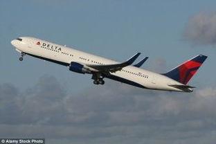 航班几次推迟 男子用经济舱机票享 专机 服务