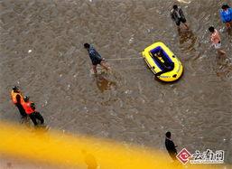 千曲之袭城雨-约有上千人被洪水围困   由于陈家营村地势较低,多处积水深达成年男...