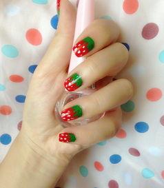 嫩的草莓不但是女生都非常喜欢吃的一种,在指甲上也可以作为一种很 ...
