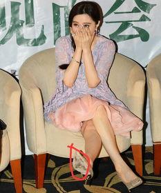 范冰冰穿 破鞋 出席活动,网友呼叫李晨买鞋