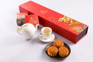 ...今年北京王府井希尔顿酒店倾情推出5款精致月饼礼盒.如果你偏爱...