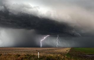 风暴的天空图片 第13张