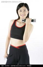 ...拿着哑铃锻炼的美女图片图片 1023663