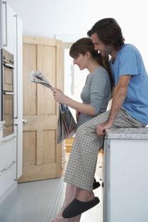 沙发、厨房、卫生间都可以成为做爱的地点.如果有条件到宾馆开个房...