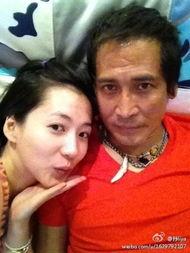歌手齐秦29岁老婆孙丽雅的一组私房照在新浪微博上曝光,其中不乏与...