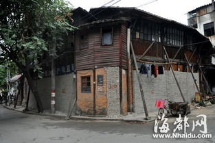 为什么汶川老城封了-...下杭待拆房屋 为何门窗全被砌起砖墙堵死