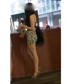 ...穿超短包臀裙的美女图片