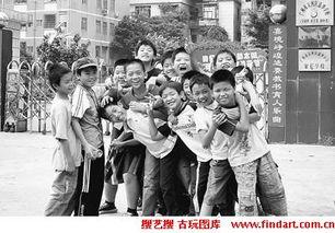 就读于广东省广州市天河区嘉华学校的外来工子女.  摄 -难享 免费餐 ...