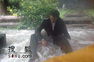 国际在线娱乐报道:在黄色暴雨警告下拍摄新歌MV的刘德华,在坟场...