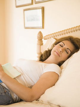 蜂王浆、大豆、葡萄干等都是提供天然雌激素的佳品.常喝绿茶、咖啡...