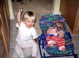 我是姐姐,帮妹妹化妆是应该的!-爆笑 让爸妈发疯的小孩