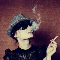 吸烟女生头像霸气超拽
