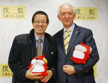 ...技集团董事长兼首席执行官俞敏洪先生与剑桥大学出版社全球首席执...