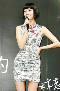 ...模林志玲经常穿旗袍亮相,这款改良的短旗袍显得她活泼又性感.-...