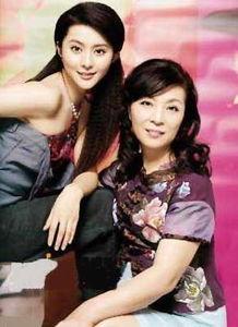 明星的妈妈谁最漂亮 刘亦菲妈妈显年轻范冰冰妈妈时尚大气