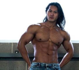 中国小伙用实际行动证明 肌肉型男不是欧美人的专利