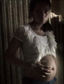 上遭53岁男子强奸的少女;12岁就被卖给22岁丈夫的少女;   还有一名...