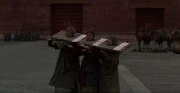 ...宫门外有行乞的戴枷尼姑.难道那个时候北京也和拉萨一样不提供...