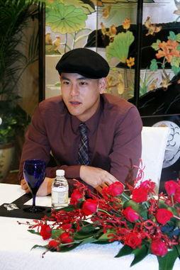9月22日,浪漫爱情电影《夏日乐悠悠》在广州举行发布会,导演马楚...