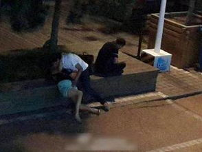 ...警察给犯人没有戴手铐给醉酒女戴手铐