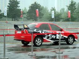 进行专业化的课程提升驾驶技术,学习赛车技巧.成绩优异并通过考核...
