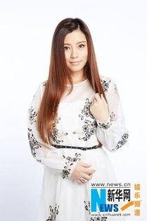 歌手朱婧造型清纯唯美 尽显知性文艺范儿