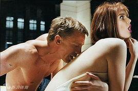 曼城女神变007女郎 肉豪乳娇羞共浴 裸背摩挲 图