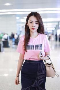 王晓晨机场造型获赞 随性大方轻松驾驭少女粉