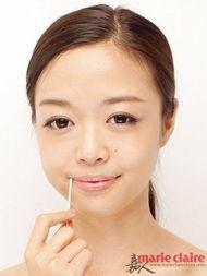 动再操逼-Step5 利用化妆棉蘸取一些植物油或者香油,贴在唇部保持5分钟以上...