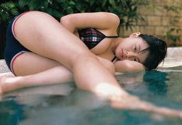 日本13岁美少女写真