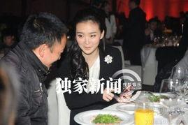 taiki的初受电影-昨晚,王艳出席了某慈善晚宴,在活动上,性格随和的她与邻座的一位...
