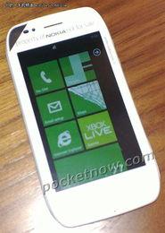诺基亚WP7手机再曝 白色机身 代号Sabre