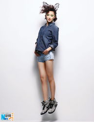 姐也色原创17p-近日,演员张歆艺在受邀为某杂志拍摄的写真大片中,表情搞怪的变换...