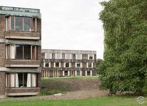 剑桥大学校园内增添了木制走廊 6a Architects