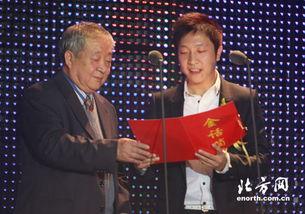 铁城、王为父子同台开奖-他们见证特殊的一年 记08 金话筒 颁奖典礼