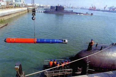 资料图:039改潜艇吊装鱼3鱼雷.-解放军新型智能鱼雷亮剑 保密级别...