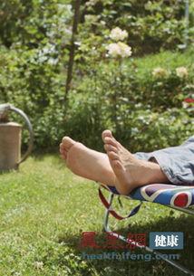 老头和老头睡觉-老年人在出现睡不醒症状时,若能及时针对病因进行治疗,就能在很大...