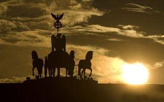 落日中的四马二轮战车-震撼心灵的罕见人文景观图 29
