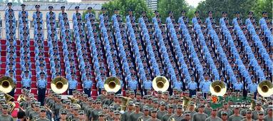 阅兵联合军乐团与合唱团合练 女队员亮眼