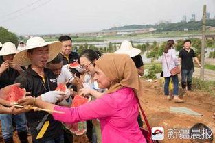 长沙暴雨袭城 新疆夫妇送千根羊肉串给抗洪人员