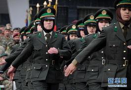 ...过五个月的军事训练后,包括女军官在内的150名阿富汗军官24日从...