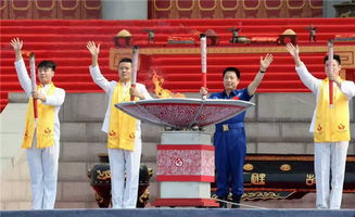 在庄重的音乐中,中国国民党副主席林政则,孙中山重孙、孙中山中心...